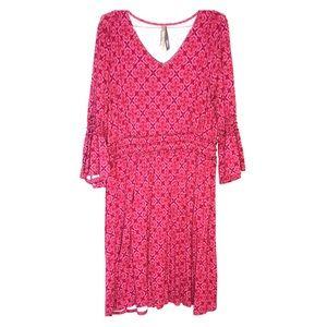 Boho burgundy-pink print dress.